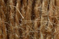 Repet är ett fintrådigt brunt rep som göras av fibrer som är dunigt arkivbilder