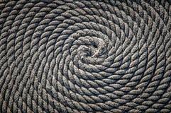 Repet för fartyget lade i form av en spiral Bakgrund arkivfoto