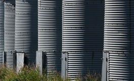 Repetición de costillas en compartimientos del grano en una granja Fotos de archivo libres de regalías
