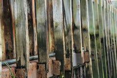 Repetición de madera de la pared del puerto de las líneas modelo Fotos de archivo