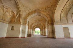 Repetindo arcos no forte de Sikandar Imagens de Stock