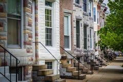 Repetindo o teste padrão de casas de fileira em Hampden, Baltimore, Maryland imagem de stock royalty free