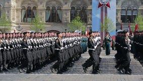 Repetitie van parade - plechtig Maart van militairen op Rood Vierkant stock videobeelden