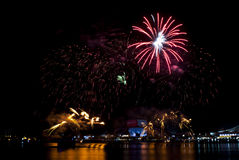 2016-07-02 repetition för fyrverkeri Singapore för nationell dag Arkivbilder