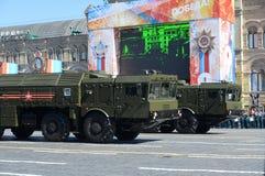 Repetitionberöm av den 72. årsdagen av Victory Day NATO för 9K720 som Iskander anmäler stenen för namnet SS-26, är en mobil Royaltyfri Foto