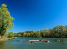Repisa de madera en el río Imagen de archivo libre de regalías