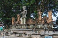 Replica della scultura nel mercato di Chaiya fotografia stock