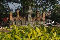 Replica della scultura nel mercato di Chaiya fotografie stock libere da diritti