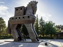 Replica van houten trojan paard in oude Troy stad, Turkije stock afbeelding