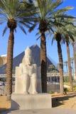 Replik der alten ägyptischen Statue an Luxor-Hotel und -kasino herein stockbilder