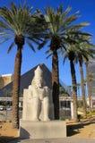 Replik der alten ägyptischen Statue an Luxor-Hotel und -kasino herein lizenzfreie stockbilder