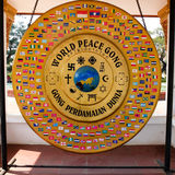 Replik der Weltfriedensklingel. stockfoto