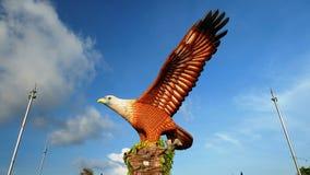 Replik des Adlerfalken von der Seitenansicht Stockfotos