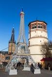 Replik des Eiffelturms zur Unterstützung Frankreichs in Dusseldorf, Mikrobe lizenzfreies stockfoto