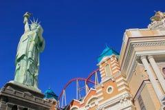 Replik des Freiheitsstatuen vor New York - New York heiß lizenzfreies stockfoto