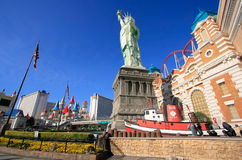 Replik des Freiheitsstatuen vor New York - New York heiß lizenzfreie stockfotografie