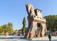 Replik des hölzernen Trojan Horse in der alten Stadt Troja Die Türkei lizenzfreie stockfotos
