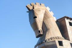 Replik des hölzernen Trojan Horse in der alten Stadt Troja Die Türkei lizenzfreies stockbild
