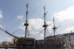 Replik des Schiff Dutch East India Company ` das Amsterdam-`, festgemacht durch das nationale Seemuseum in Amsterdam lizenzfreies stockfoto
