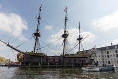 Replik des Schiff Dutch East India Company ` das Amsterdam-`, festgemacht durch das nationale Seemuseum in Amsterdam, lizenzfreies stockbild