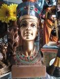 Replik einer Statue des ägyptischen Pharaos Stockbild