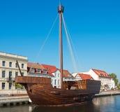 Replik eines alten hölzernen Schiffs lizenzfreie stockfotografie