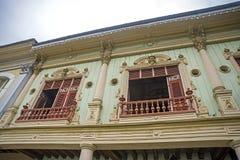 Replik von alten Balkonen und von Fenstern stockbilder