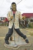 Replik von Elvis Presley singend auf der Straße im Südosten in GA stockfotografie