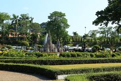 Replik Wat Arun im Miniaturpark Pattaya stockfotos