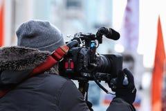 Reporter, fotografer och bloggers som arbetar på en marsch royaltyfri fotografi