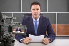 Reporter för studiokamerafilmande Arkivbild