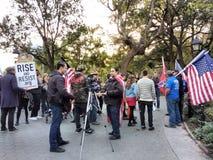 Reporter a raduno politico, Washington Square Park, NYC, NY, U.S.A. di notizie Fotografia Stock