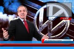 Reportero de las noticias de la TV en escándalo del fraude de Volkswagen fotos de archivo libres de regalías