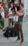 Reporteros de la TV en la calle de Nikolskaya en Moscú durante el mundial Foto de archivo libre de regalías