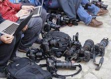 Reporteros y equipo fotos de archivo libres de regalías