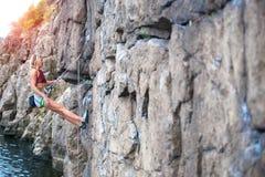 Repos de grimpeur sur l'itinéraire photographie stock