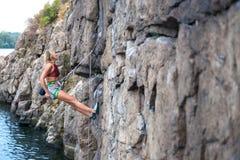 Repos de grimpeur sur l'itinéraire images libres de droits