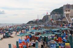 Repos de personnes à la plage de V?ng Tàu Image libre de droits