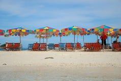 Repos en plage, Krabi, Thaïlande Photos stock
