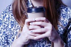 Repos et pauses-café au travail Femme d'affaires appréciant une tasse de Image libre de droits