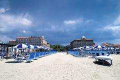 Repos luxueux sur la plage dans Viareggio dans la basse saison Images stock