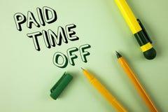 Repos payé des textes d'écriture de Word Concept d'affaires pour des vacances avec la guérison de repos de pleines de paiement va Images libres de droits