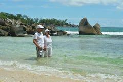 Repos plus âgé heureux de couples Images libres de droits