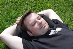Repos sur l'herbe Photos libres de droits