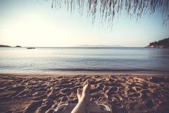 Repos sur la plage Photos libres de droits