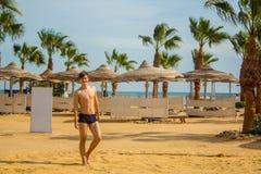 Reposez-vous sur la plage près de la Mer Rouge Photos libres de droits