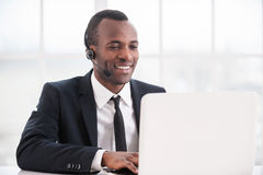 Représentant de service client au travail. photos libres de droits
