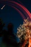 Représentation abstraite de nuit de traînées de flamber de dessin avec une constellation d'Ursa Major sur le fond Image libre de droits