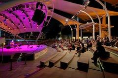 Représentation au théâtre extérieur Singapour d'esplanade photos stock