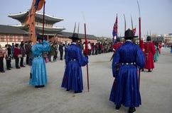 Représentation changeante de gardes au palais Corée de Gyeongbokgung Image libre de droits